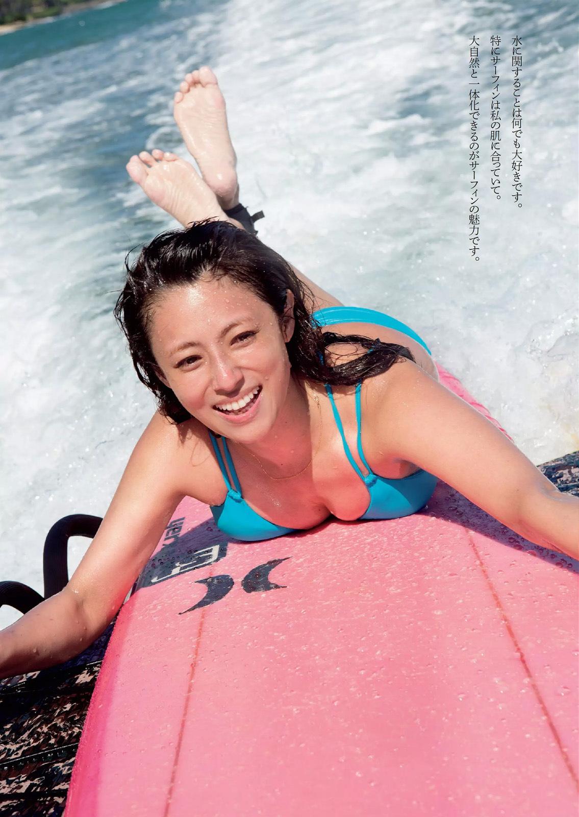 コンドームポーズに見えるショットにそろそろヌード期待!深田恭子の抜けるグラビアエロ画像wwwwwww・3枚目の画像