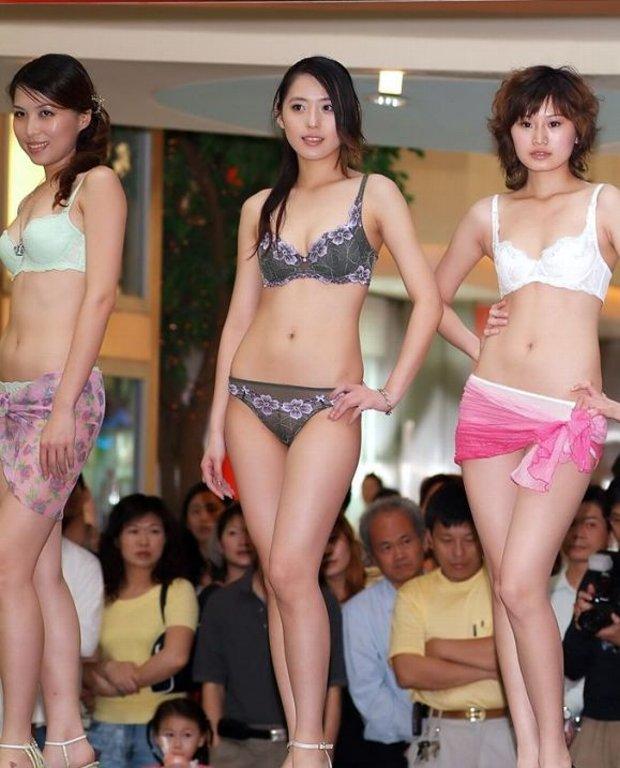 中国人美女の下着モデルのファッションショー…マン毛透けてるのは気のせいだろうか?wwwww(画像あり)・3枚目の画像