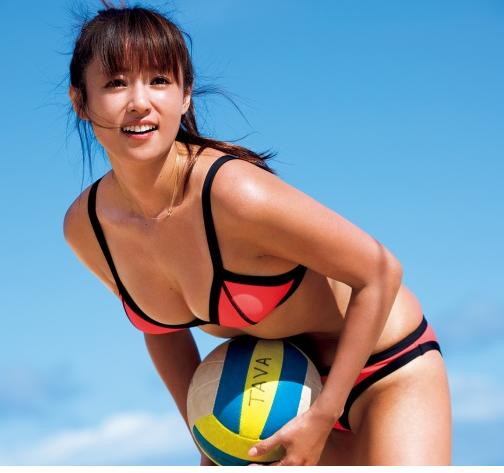 コンドームポーズに見えるショットにそろそろヌード期待!深田恭子の抜けるグラビアエロ画像wwwwwww・4枚目の画像