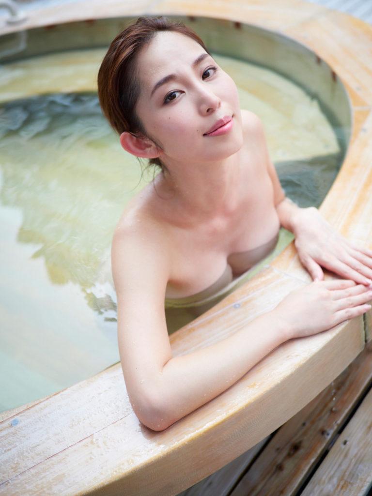塩地美澄アナ(35)のヌード寸前!大胆グラビアエロ画像120枚・14枚目の画像