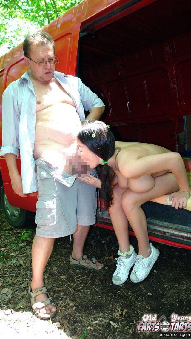 「歳の差セックス」する外国人のエロ画像27枚・16枚目の画像