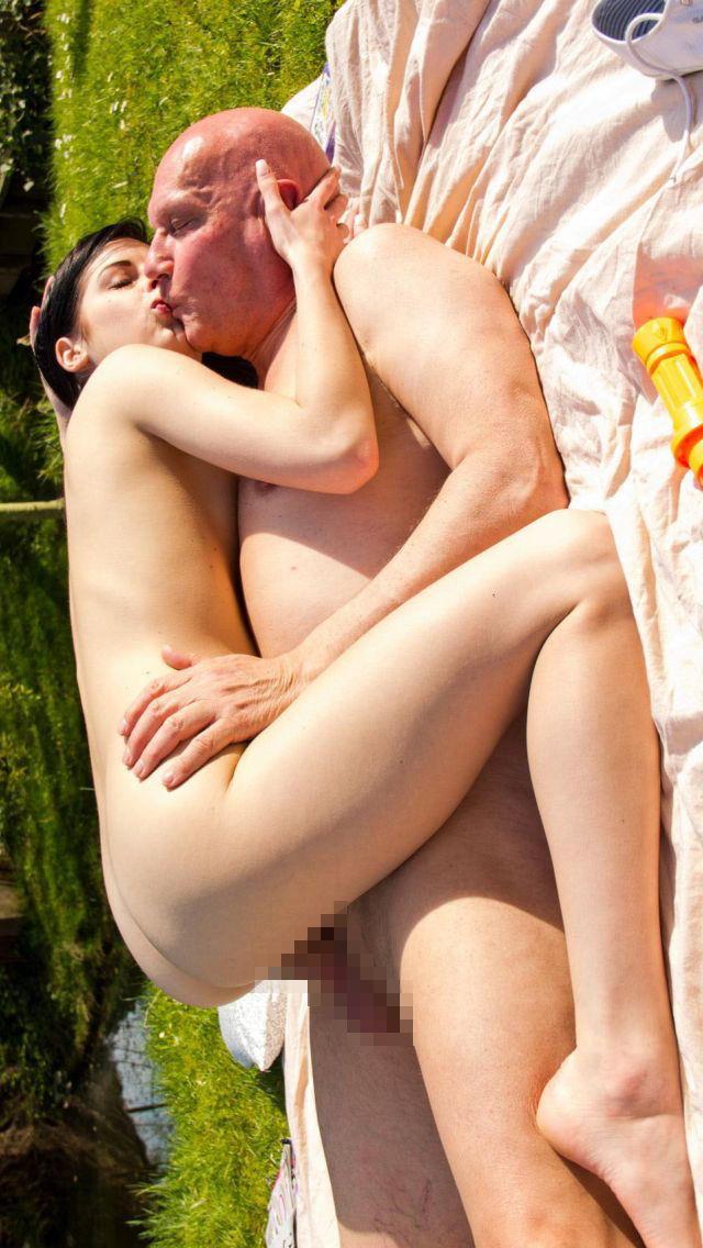 「歳の差セックス」する外国人のエロ画像27枚・18枚目の画像