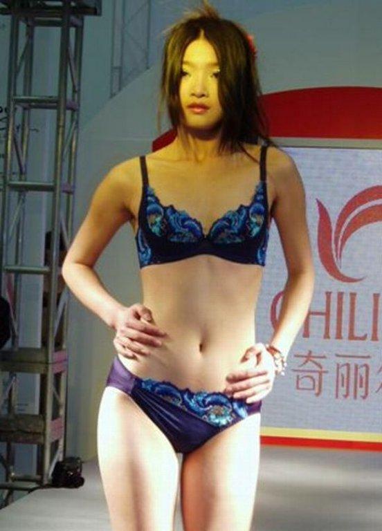 中国人美女の下着モデルのファッションショー…マン毛透けてるのは気のせいだろうか?wwwww(画像あり)・18枚目の画像