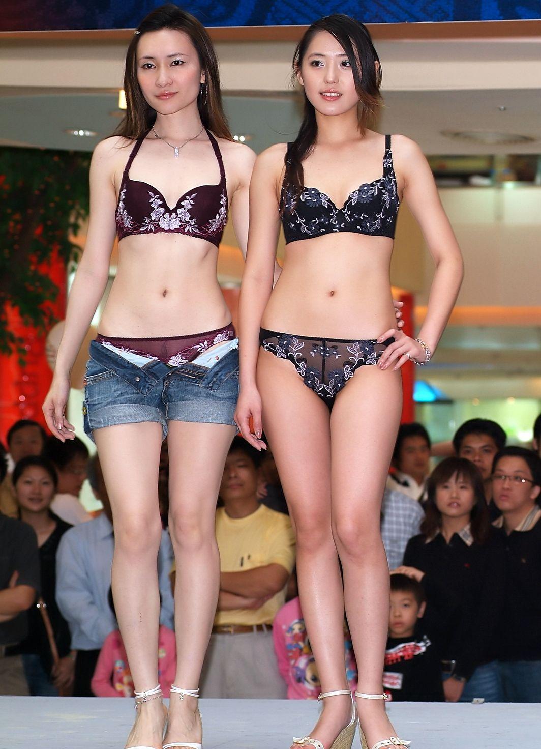 中国人美女の下着モデルのファッションショー…マン毛透けてるのは気のせいだろうか?wwwww(画像あり)・26枚目の画像