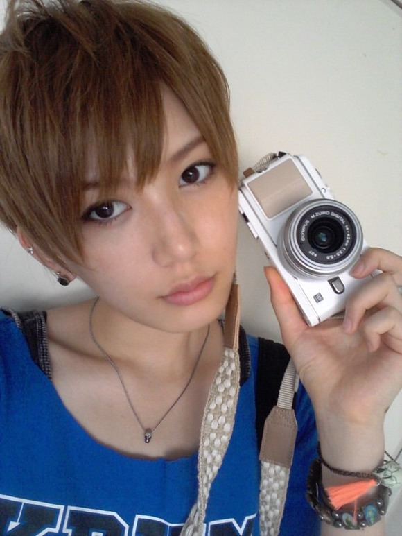 カメラを持っている光宗薫の画像