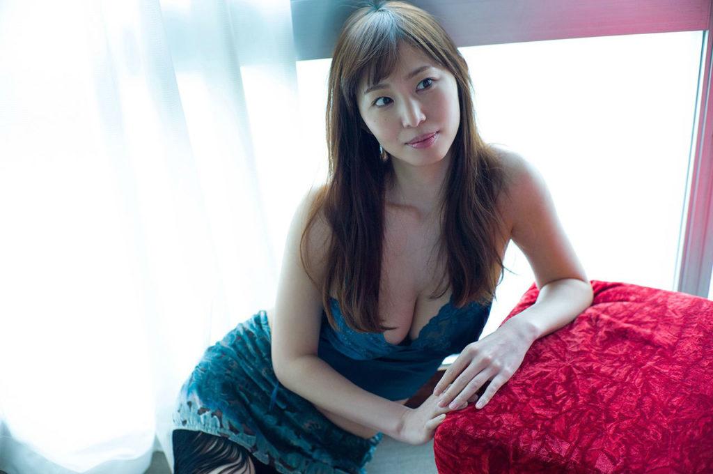 塩地美澄アナ(35)のヌード寸前!大胆グラビアエロ画像120枚・35枚目の画像