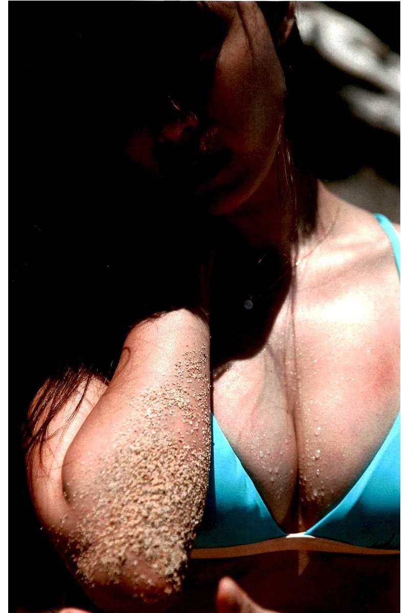 コンドームポーズに見えるショットにそろそろヌード期待!深田恭子の抜けるグラビアエロ画像wwwwwww・44枚目の画像