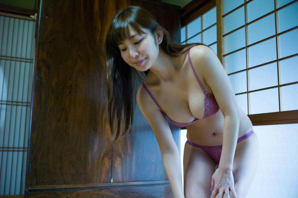 塩地美澄アナ(35)のヌード寸前!大胆グラビアエロ画像120枚・58枚目の画像