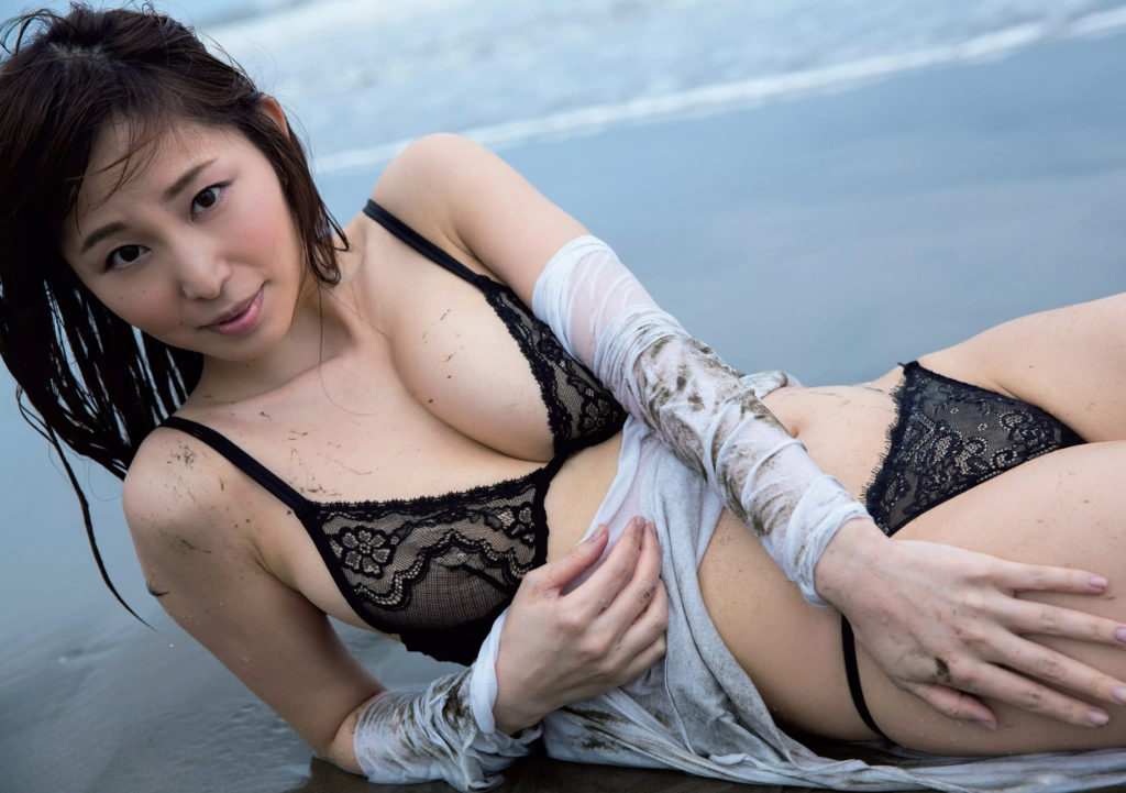 塩地美澄アナ(35)のヌード寸前!大胆グラビアエロ画像120枚・77枚目の画像