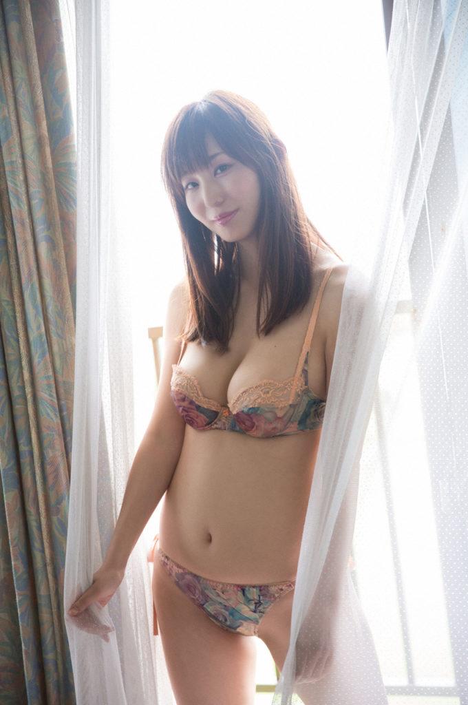 塩地美澄アナ(35)のヌード寸前!大胆グラビアエロ画像120枚・87枚目の画像