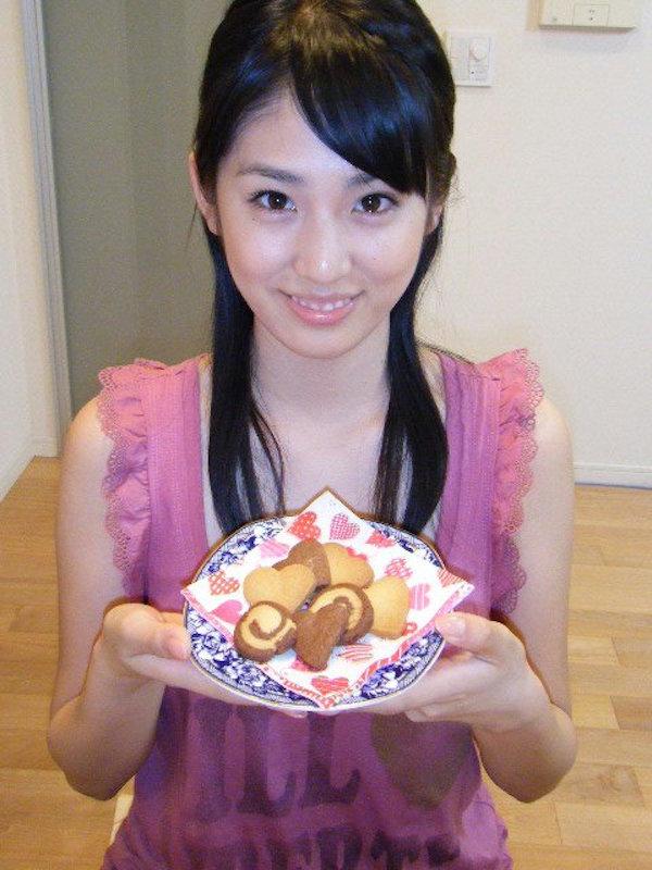 本仮屋リイナ(25)アナウンサーだけど二流av女優にいそうな感じの顔でえろオーラがたまんねええ(えろ写真)