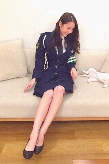 佐々木希(28)インスタで女性警察官役のコスプレ姿を披露☆美足生足…まじチカンして逮捕されたいわwwww(えろ写真)