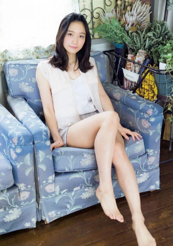 深川麻衣(25)元乃木坂のメンバーというだけあって純粋娘っぽいしえろい☆しかし一方口臭との噂はちょい萎えるwwww(えろ写真)