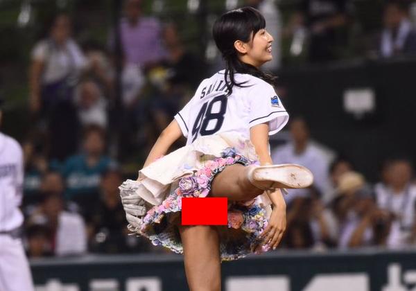 (SKE48)惣田紗莉渚、始球式で期待通りやらかすwwwwwwwwwwwwwwwwww →「ノーバンに見えた」「ノーパンミニスカ?」(写真あり)
