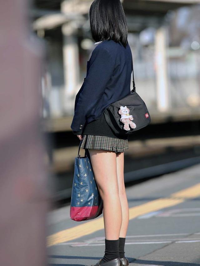 【エロ画像】新学期が始まったしシロウト今時女子校生の通学中を秘密撮影する奴が増えてる模様wwwwwwwwwwwwwwwwww(画像あり)