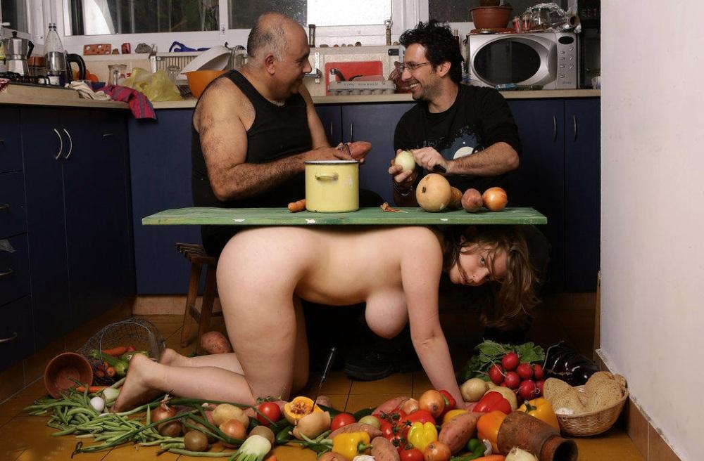 「性奴隷机」海外のSM調教が厳しすぎるwwwwwwwwwwwwwwwwwwww(画像あり)・3枚目の画像