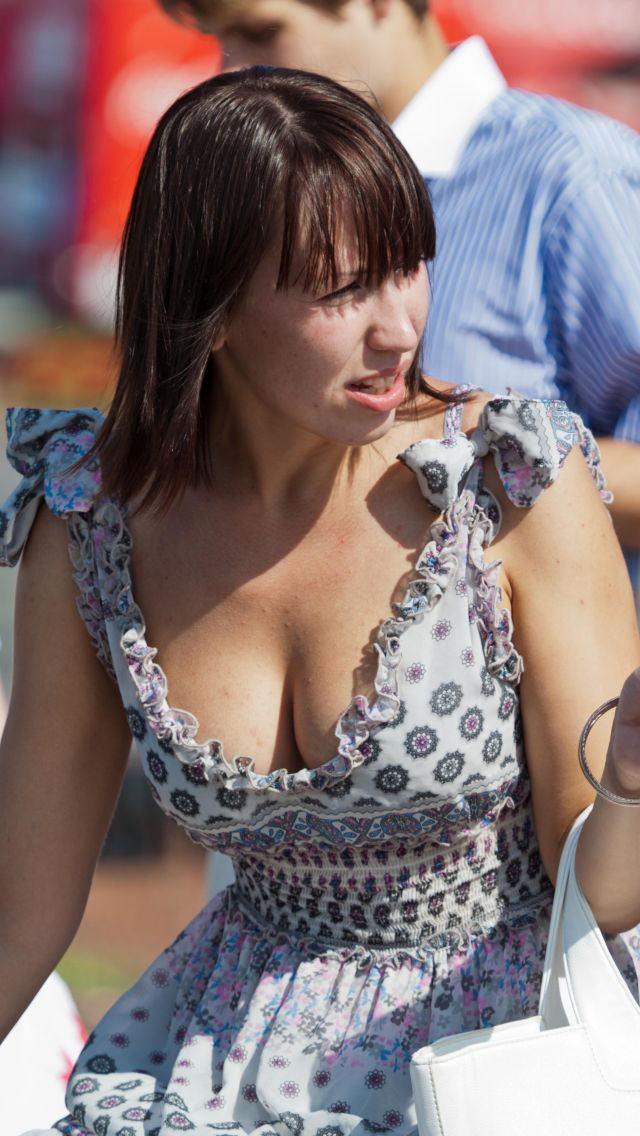 爆乳率が高い外国人素人さんの胸チラ盗撮エロ画像26枚・5枚目の画像