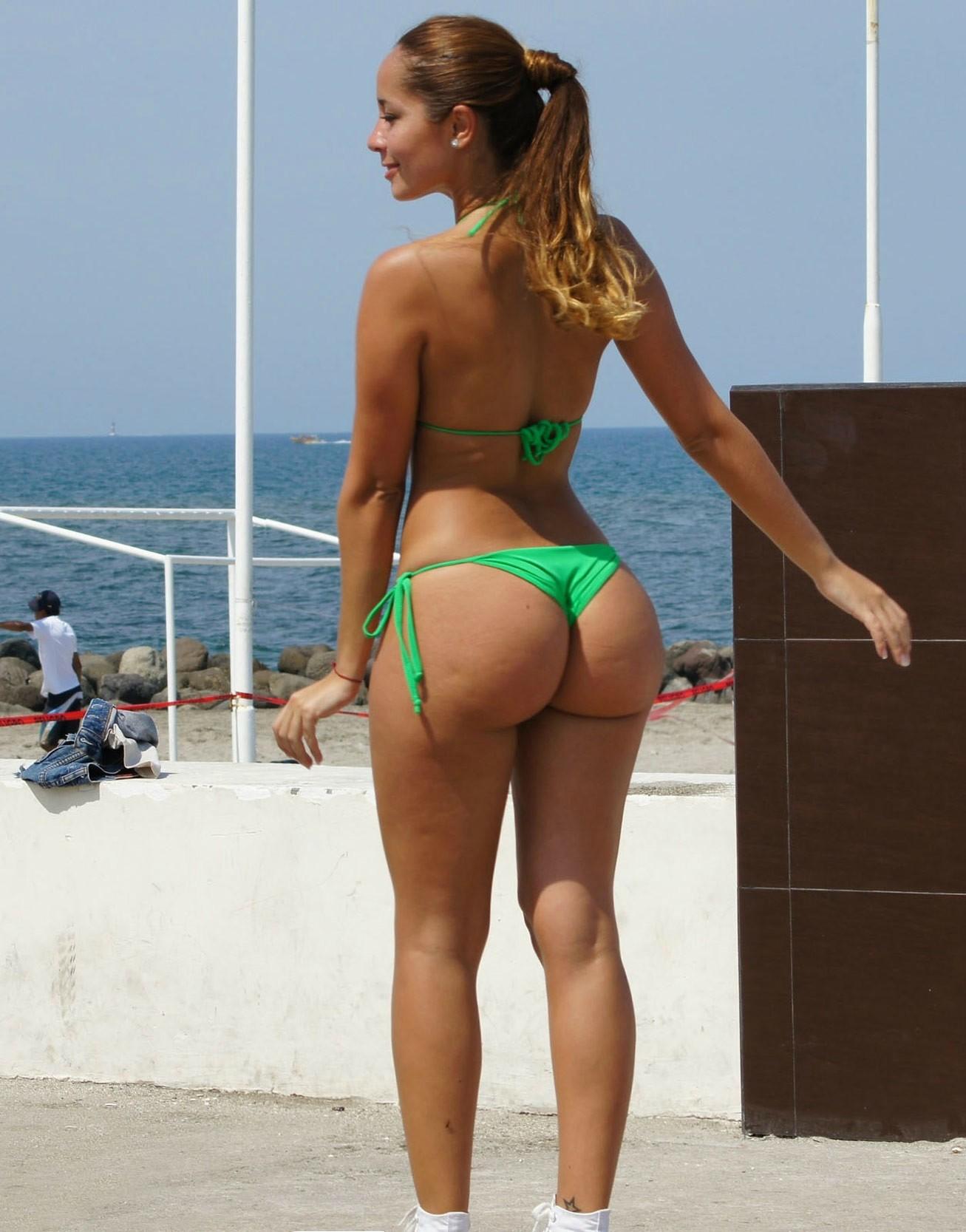 デカ尻拝めるブラジルのビーチのエロ画像29枚・10枚目の画像