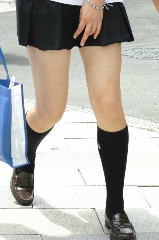 そろそろ夏服JKとお別れの季節…!無防備なJKパンチラやスケブラが最高でした~!wwwwww(素人盗撮エロ画像あり)・10枚目の画像
