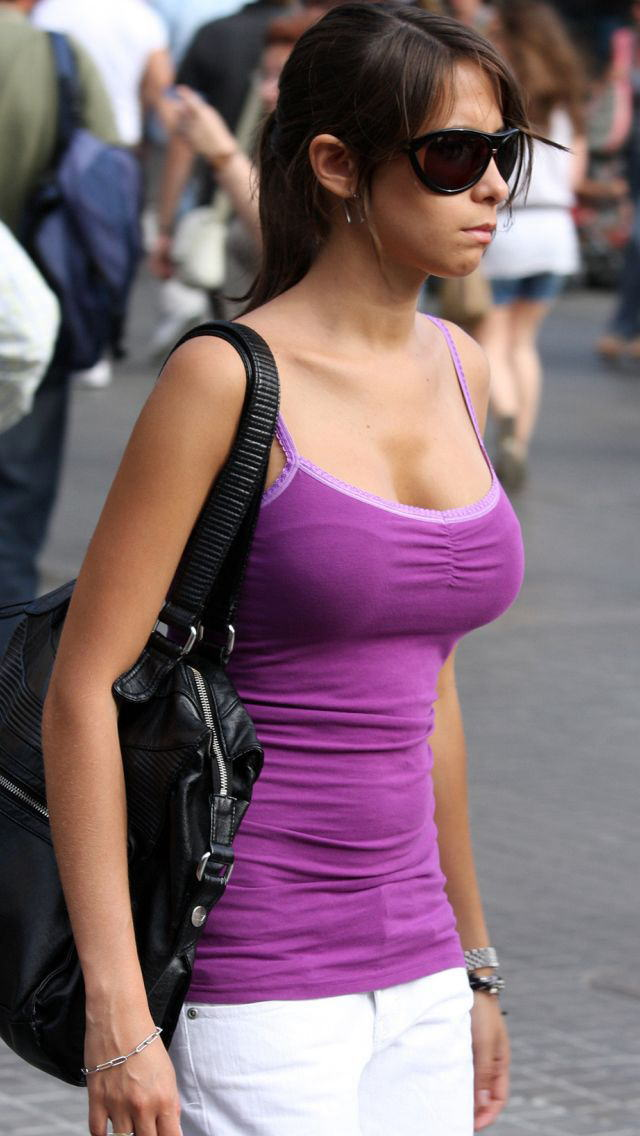 爆乳率が高い外国人素人さんの胸チラ盗撮エロ画像26枚・15枚目の画像