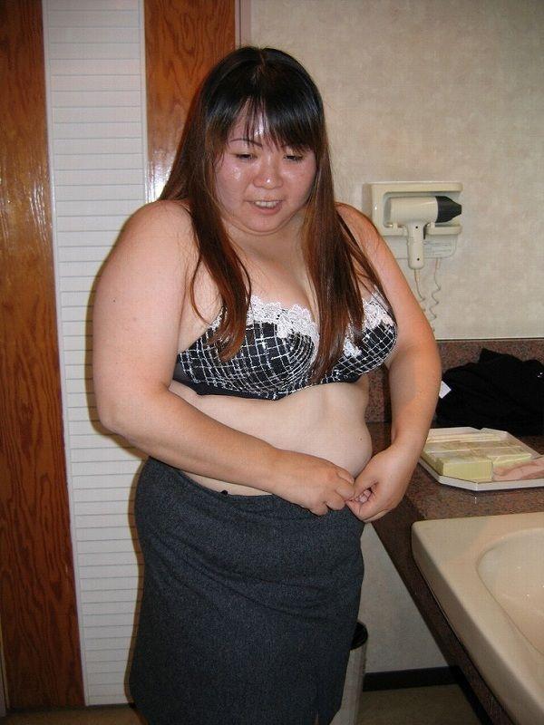 地雷デブス風俗嬢という底辺肉便器のエロ画像50枚・18枚目の画像