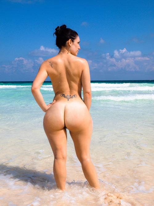デカ尻拝めるブラジルのビーチのエロ画像29枚・19枚目の画像