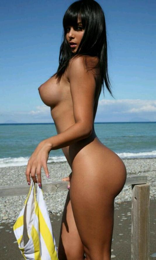 デカ尻拝めるブラジルのビーチのエロ画像29枚・22枚目の画像