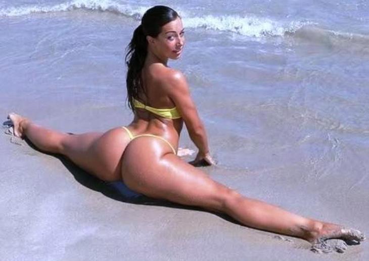 デカ尻拝めるブラジルのビーチのエロ画像29枚・25枚目の画像