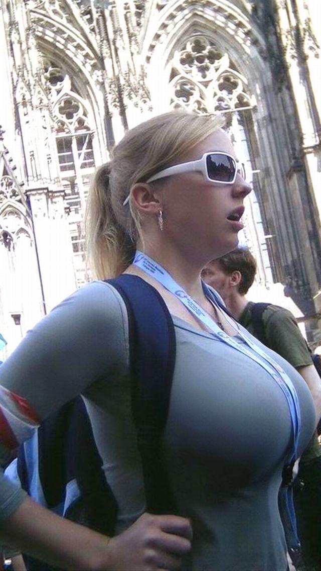 爆乳率が高い外国人素人さんの胸チラ盗撮エロ画像26枚・33枚目の画像