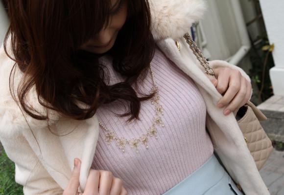 秋から増える着衣ニットがエロい巨乳お姉さん・・・想像膨らむし揉んでヤリたいwwwwww(画像あり)・33枚目の画像