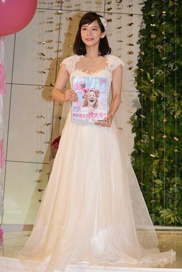 吉岡里帆(23)Dカップお乳がけしからん☆ウェディングドレス姿のままハメたいンゴwwww(えろ写真)