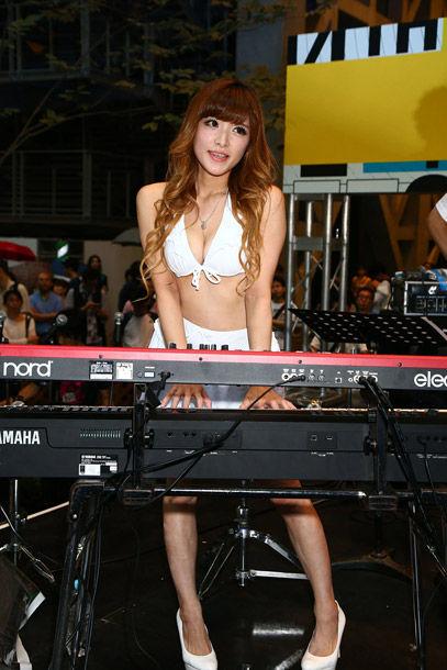 高木里代子(32)えろを売りにしたジャズピアニストってどうなん?でも正直ヤリたい…体えろすぎwwww(えろ写真)