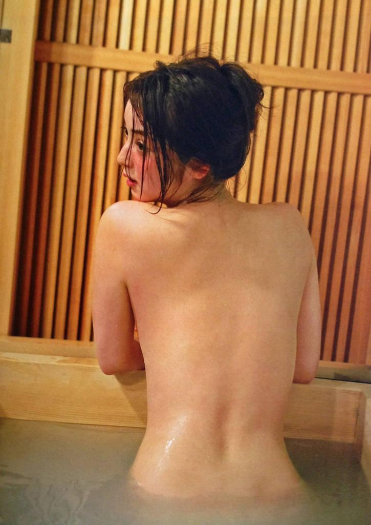 【エロ画像】佐々木希(28)しっぽり混浴りょこうの入浴ぬーど写真集やグラビアがえろすぎておなにー捗り過ぎるwwwwww(えろ画像)