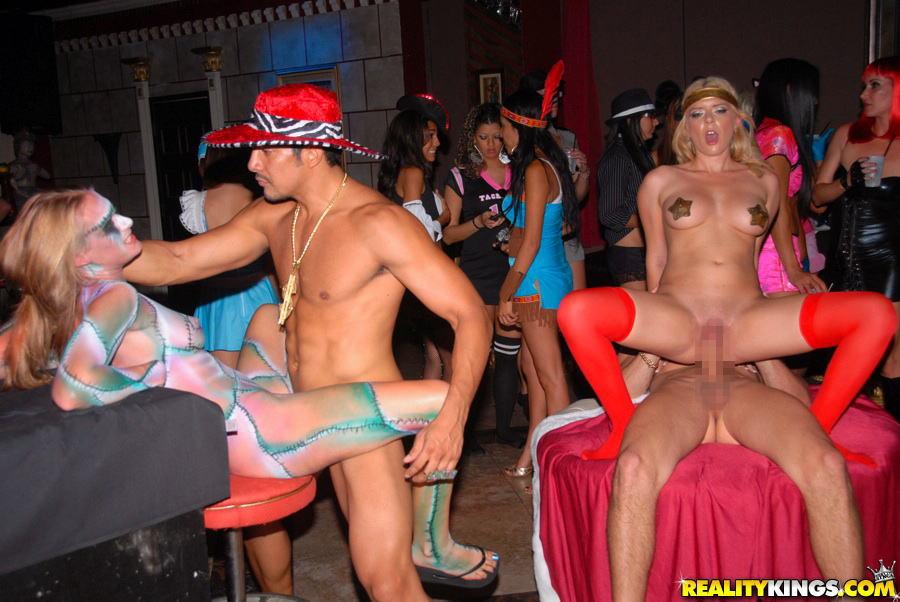 海外のハロウィン大乱交パーティーがめちゃくちゃ楽しそうなんだがwwwwwwwwww(写真あり)