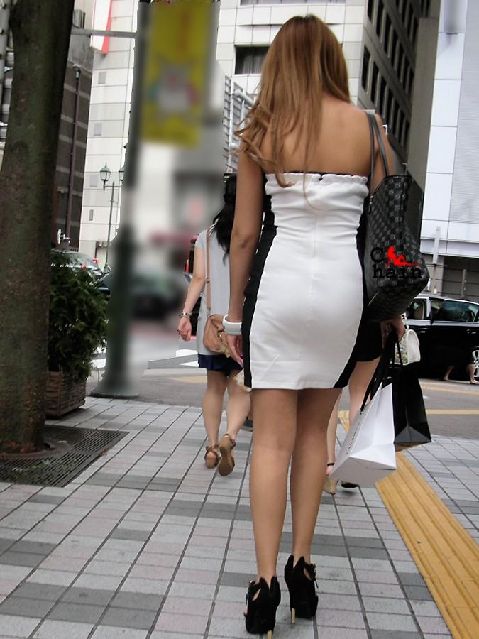 (※強姦注意)チューブトップ着てる女を見たら犯したくなるわwwwwwwwwwwww(秘密撮影えろ写真あり)