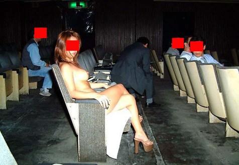 ポルノ映画館って大乱交できるところなん?wwwwwwwwwwwwwwwwww(写真あり)