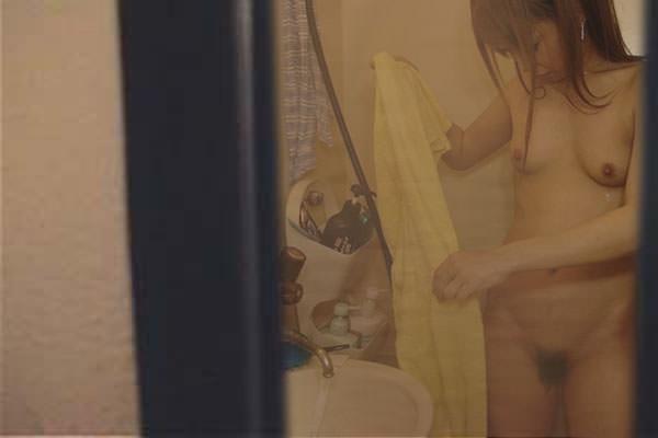 お風呂中の姉・妹など身内を盗撮したエロ画像19枚・3枚目の画像