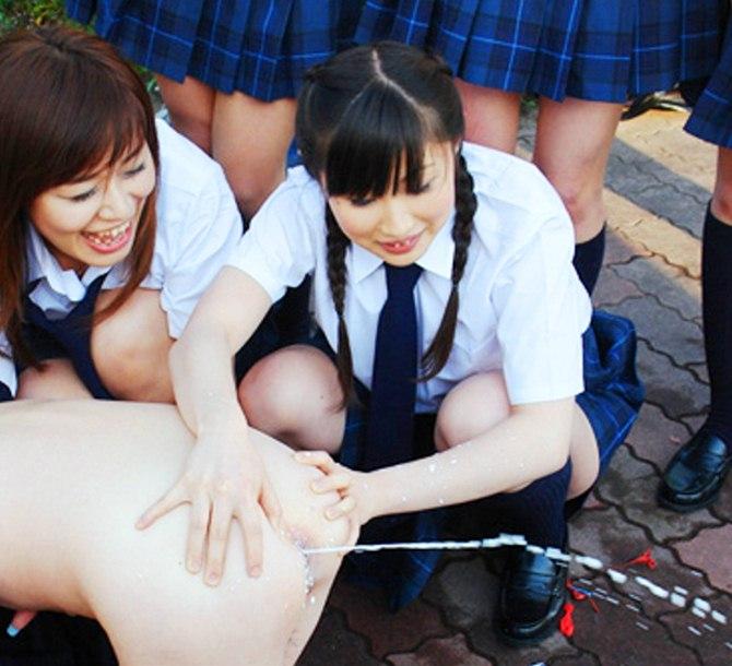女子校のJKのイジメが最低過ぎるが抜けるエロ画像・4枚目の画像