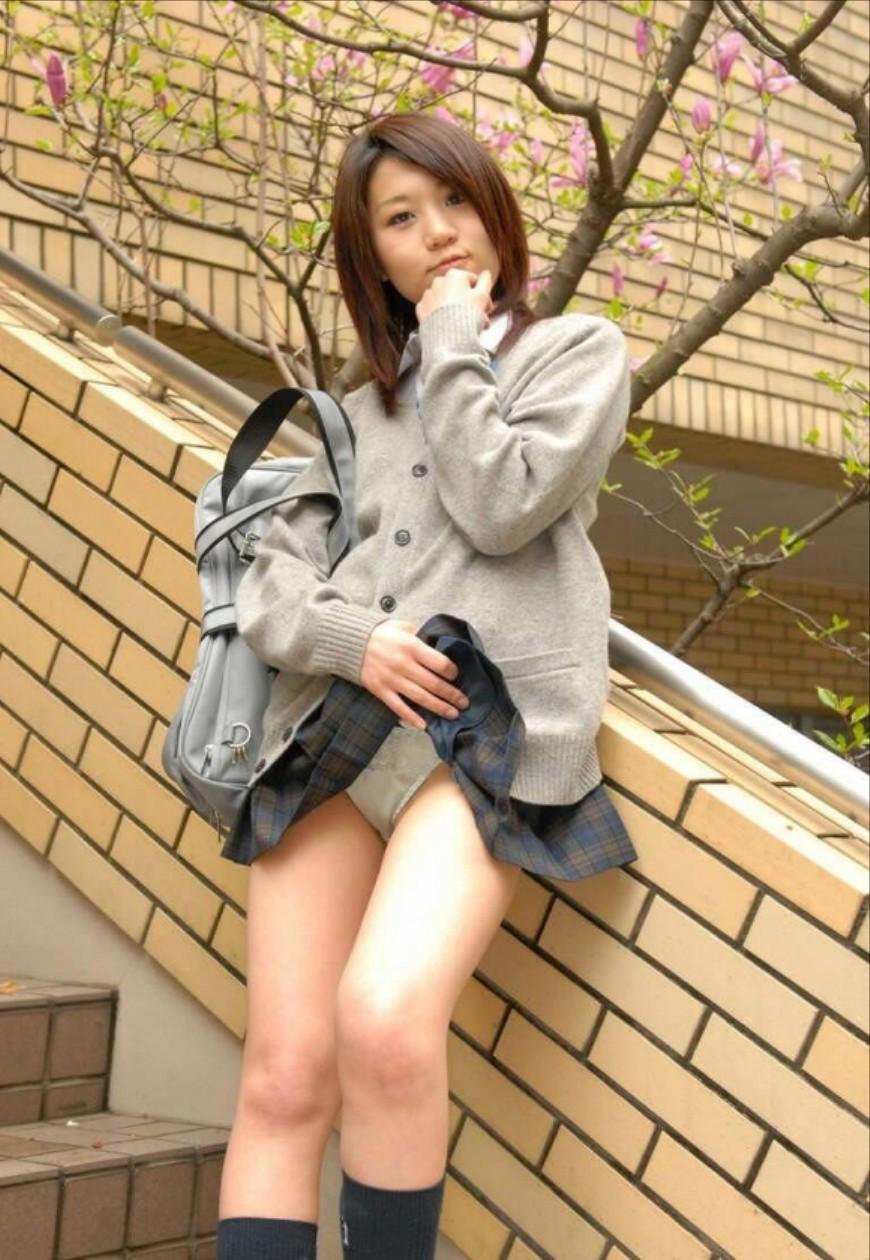 冬服JK「セーター×ミニスカ」のパンチラエロ画像32枚・4枚目の画像
