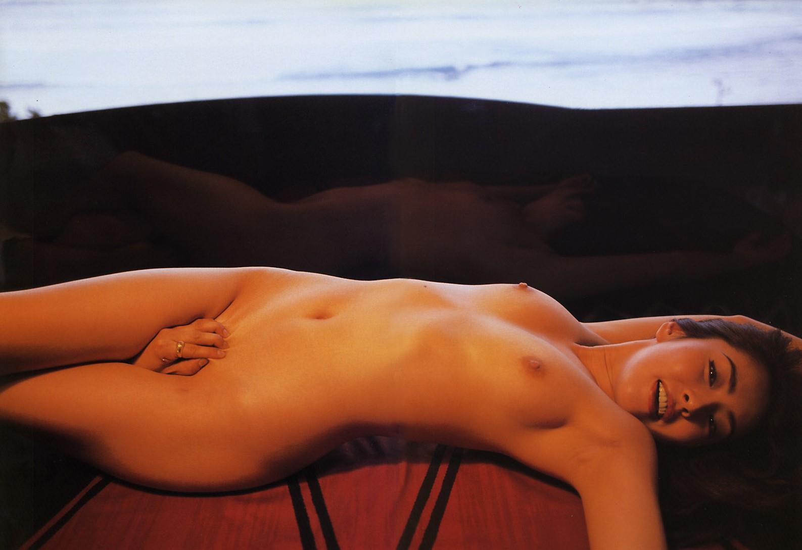 全裸でオマンコ必死に隠してる往生際悪い女のエロ画像32枚・5枚目の画像