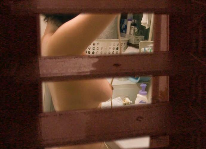 お風呂中の姉・妹など身内を盗撮したエロ画像19枚・5枚目の画像