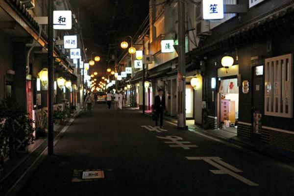 飛田新地とかいう日本最大級の売春街がカオスwwwwwww整形美女多数だぞwwwwwwwww(画像あり)・7枚目の画像