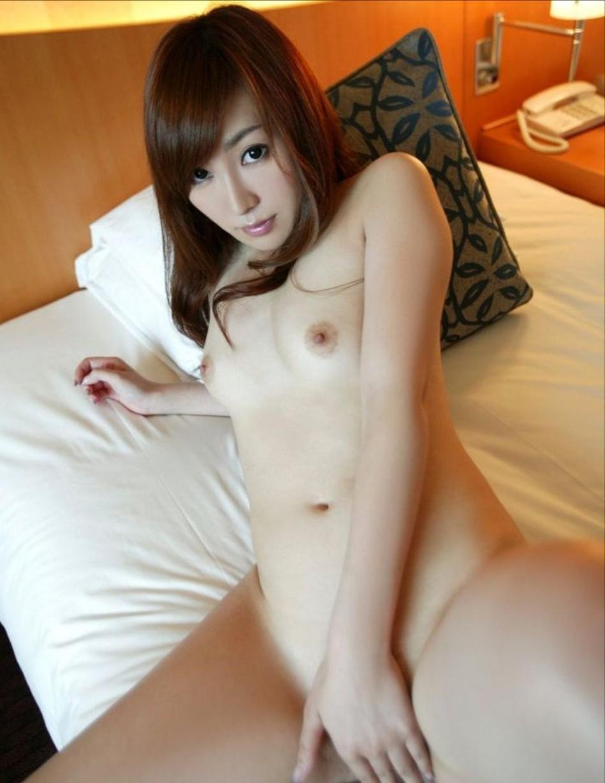 全裸でオマンコ必死に隠してる往生際悪い女のエロ画像32枚・10枚目の画像