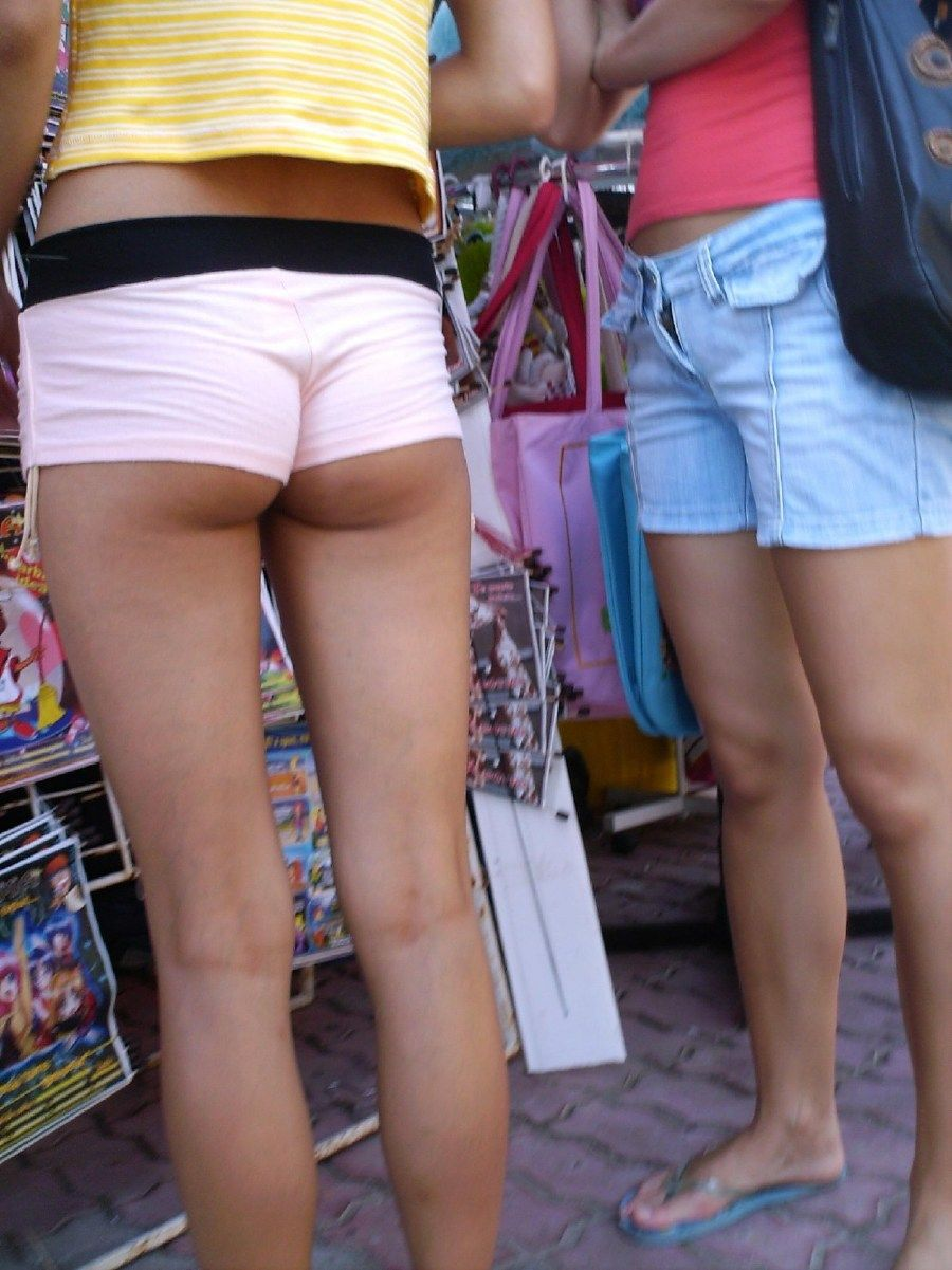ホットパンツお尻が食い込み過ぎな外国人女性のエロ画像23枚・11枚目の画像