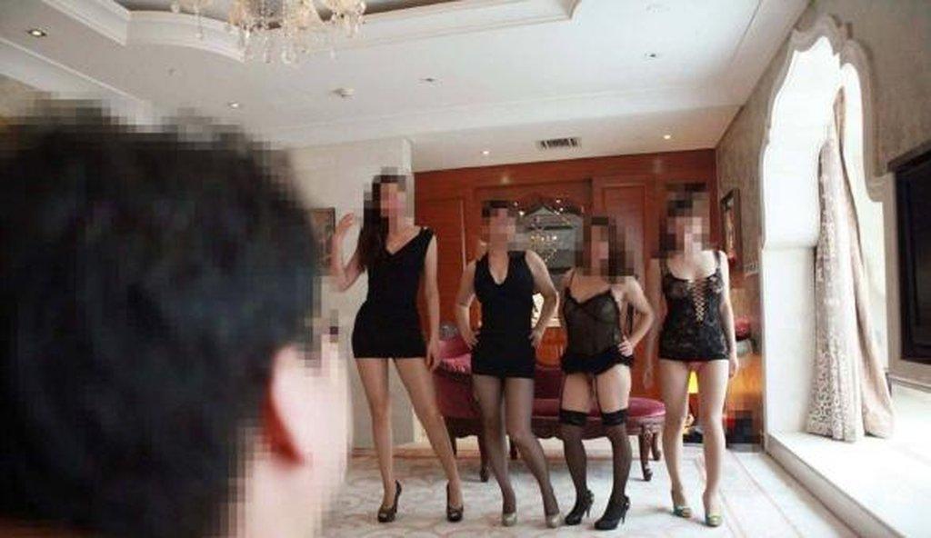 中国人大富豪のハーレム乱交という裏山エロ画像27枚・11枚目の画像