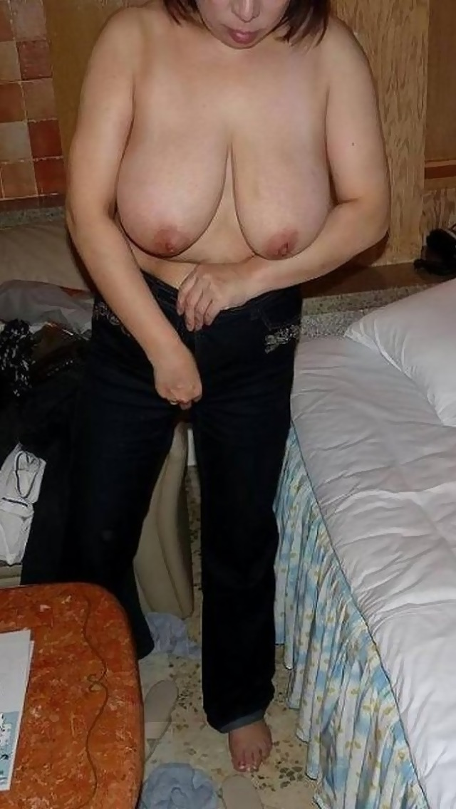 人妻の完熟ボディが抜けるヌードエロ画像37枚・12枚目の画像