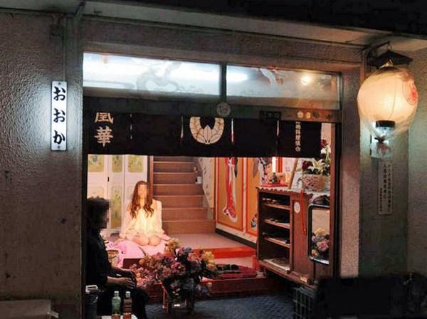 飛田新地とかいう日本最大級の売春街がカオスwwwwwww整形美女多数だぞwwwwwwwww(画像あり)・13枚目の画像