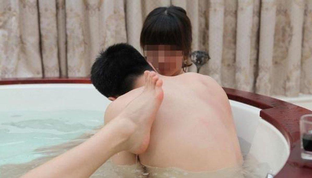 中国人大富豪のハーレム乱交という裏山エロ画像27枚・14枚目の画像