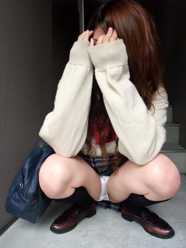 冬服JK「セーター×ミニスカ」のパンチラエロ画像32枚・15枚目の画像