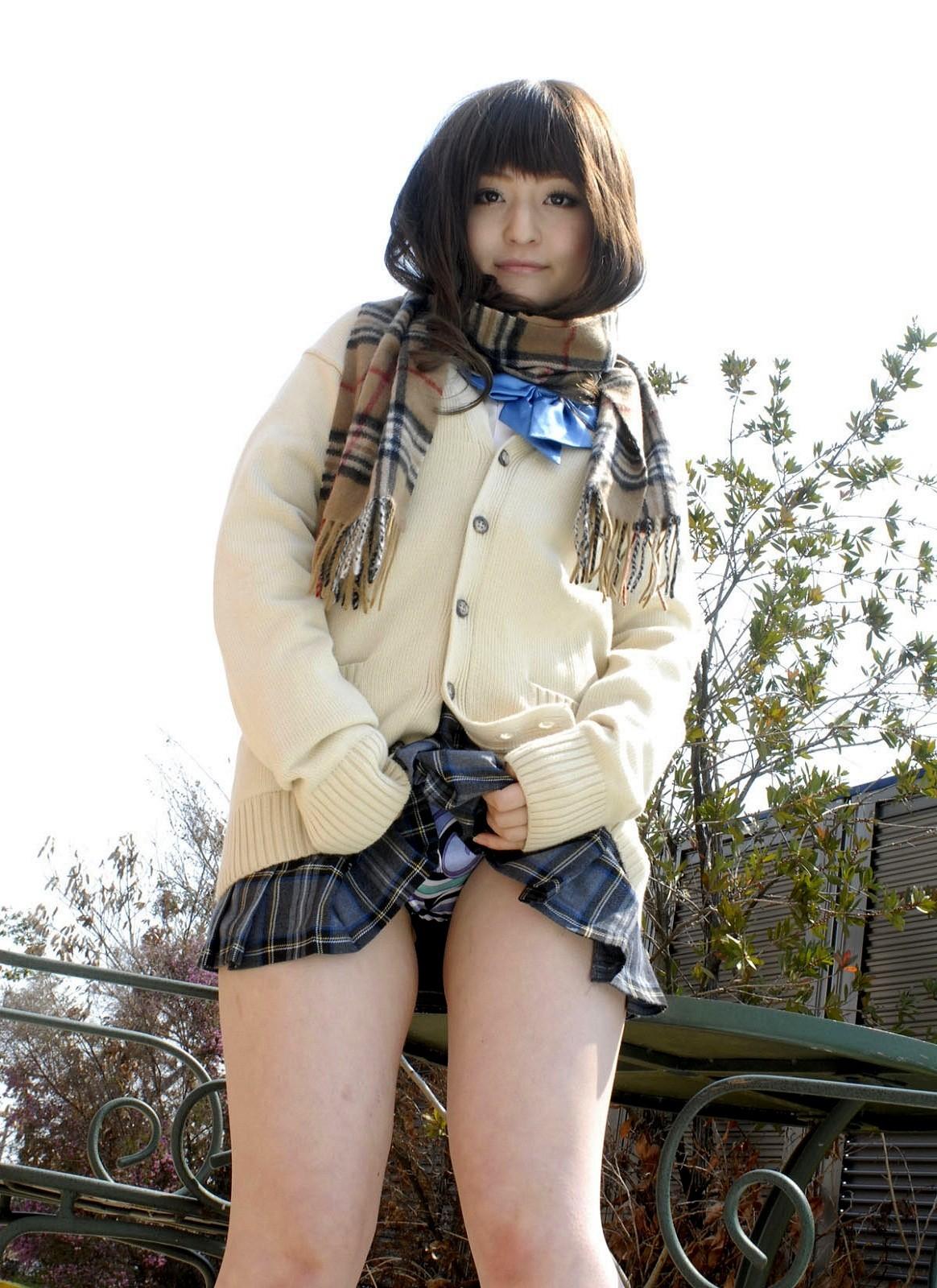 冬服JK「セーター×ミニスカ」のパンチラエロ画像32枚・18枚目の画像